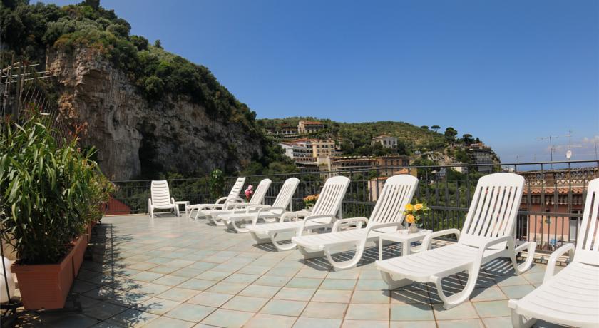 Hotel Ascot | Offerte convenienti per soggiornare in Costiera ...